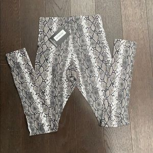 Pretty little thing leggings